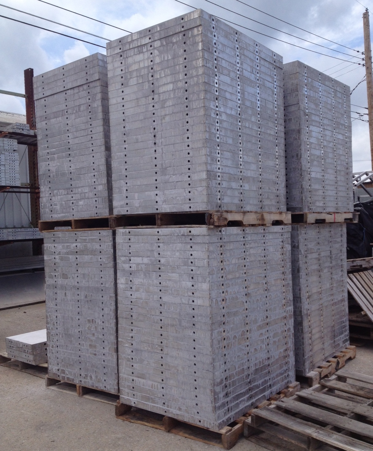 Smooth ft aluminum concrete forms in stock hole